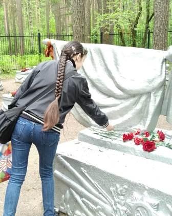 Студенты посетили мемориал и братское захоронение в парке «Сосновка»
